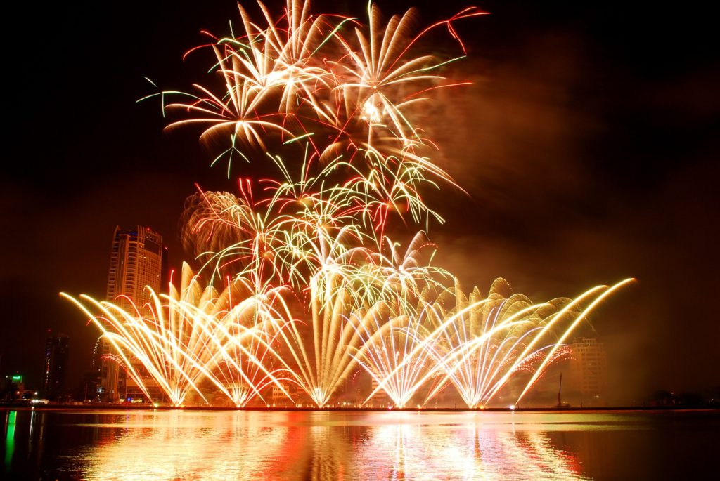 fireworks-1496129_1920